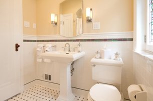 Retro Bathroom With Pedestal Sink