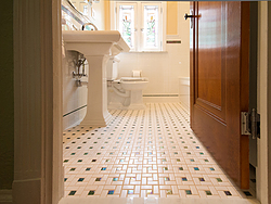 Bathroom With Pedestal Sink - Floor