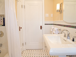 Bathroom With Pedestal Sink - White Design