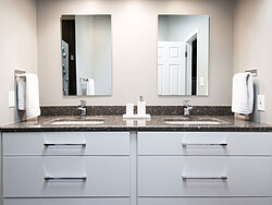 Modern Bathroom - Sinks