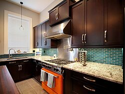 Contemporary Kitchen With Accent Wall - Stovetop