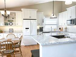 Light Transitional Kitchen Design