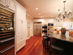 Large Kitchen With Island - Cabinet Design