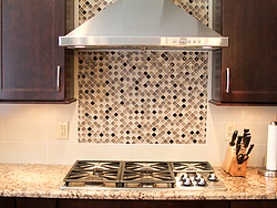 Warm Kitchen With Backsplash Details - Backsplash Details