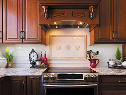 Traditional Kitchen With Center Island - Oven