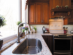 Traditional Kitchen With Center Island - Kitchen Sink