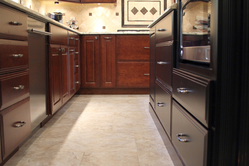 Henry traditional midwest kitchen design for Midwest kitchen and bath